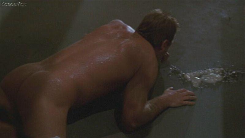 Kiefer Sutherland nude